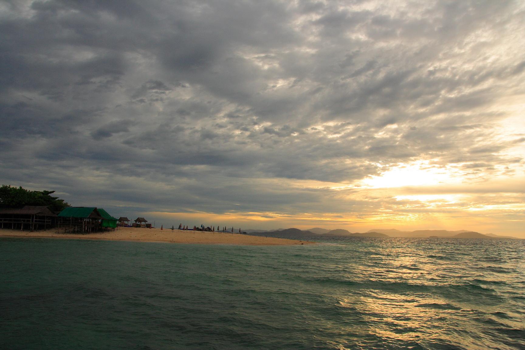 private diner sunset Khai island